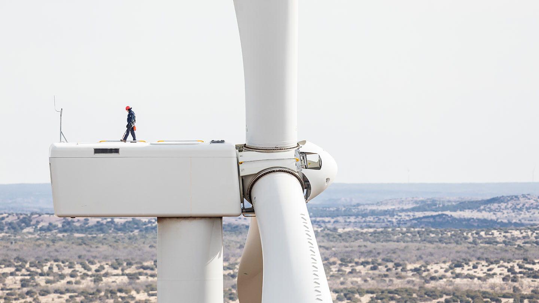 Onshore wind: Amazon Texas man on windmill