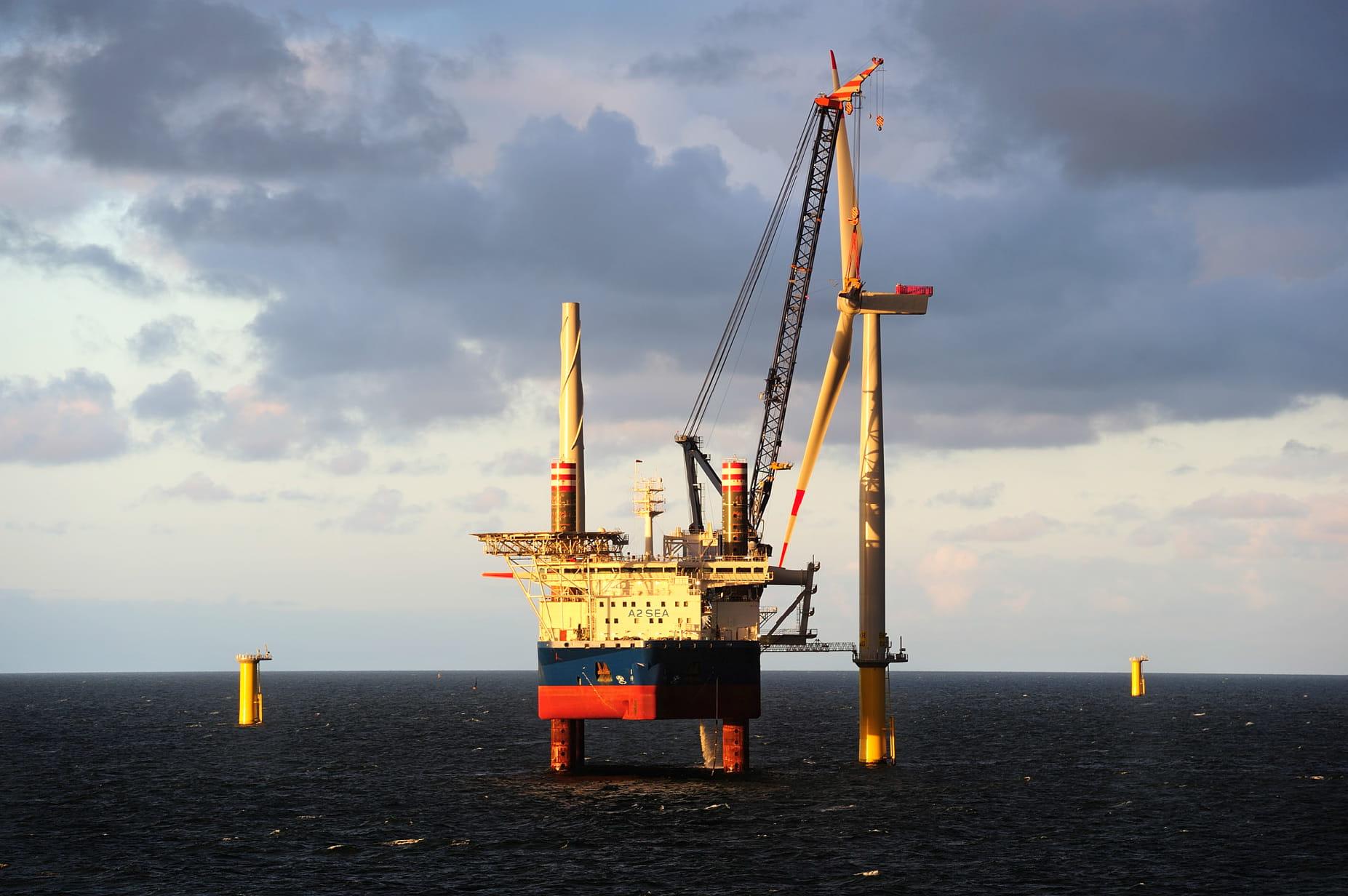 Ørsteds erster deutscher Offshore-Windpark ist Borkum Riffgrund 1. Rund 37km vor der Insel Borkum liefern 78 Windkraftanlagen Strom für umgerechnet 320.000 Haushalte.