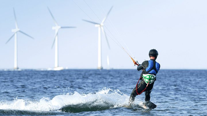Kitesurfer and turbines